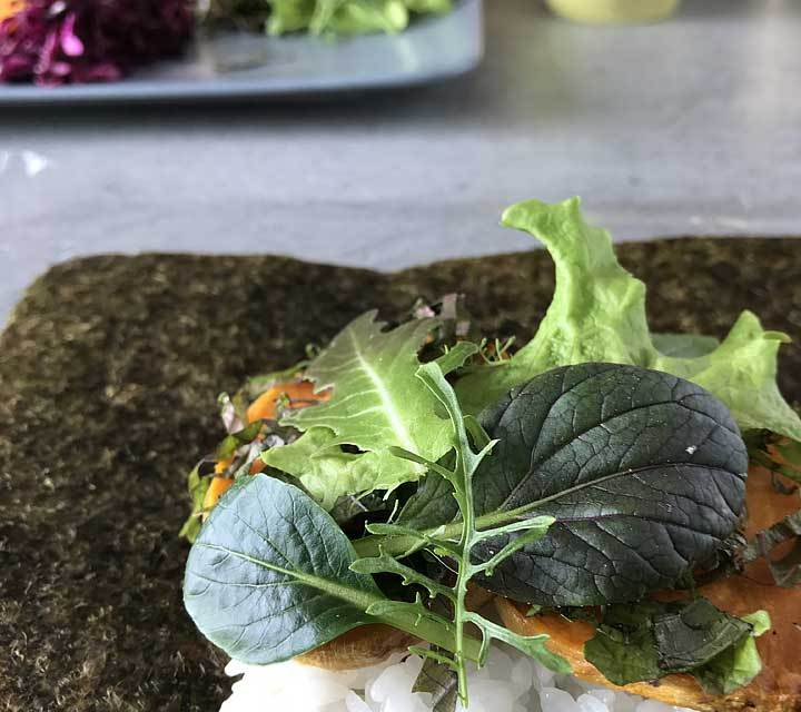Kräuter und Salate wie Koriander, Ruccula, Packchoi und Shiso schmecken besonders aromatisch.