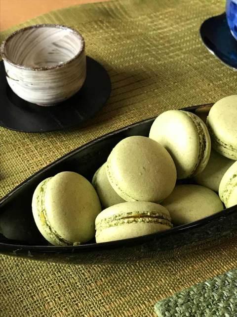 Perfekt bis in Detail: die Matcha-Macarons.