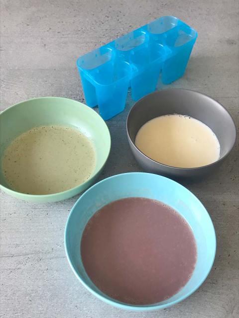 Die drei Eiscremesorten sind fertig zur Befüllung der Eis am Stil-Form.