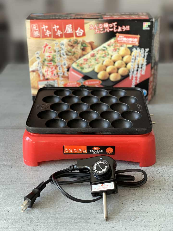 Der japanische Takoyaki-Grill benötigt 100 Volt und lässt sich leider nicht an unsere Steckdosen anschließen.