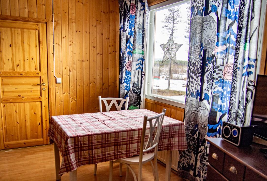 Hotel Kätkävaara Aurora Apartments and Snow Igloos- wolf- table