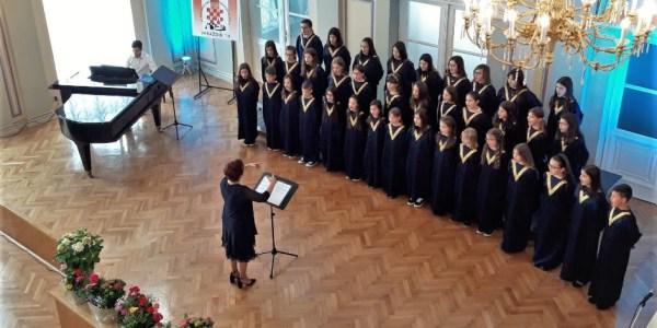 Zbor katoličke osnove škole u Požegi okitio se zlatom na državnoj smotri