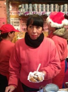 Frau Kaier udn ihre holländischen Pfannkuchen gehören seit 27 Jahren zum Markt dazu