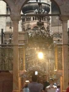 Das Innere der Grabeskirche in Jerusalem