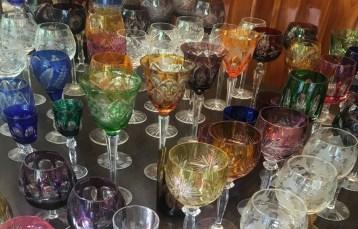 Gläser auf dem Antikmarkt der Auer Dult