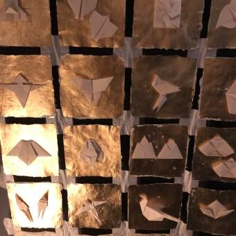 Origamikunst auf Goldfolie