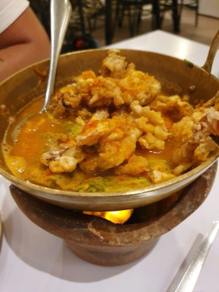 Krabbencurry bei J&T in Ranong