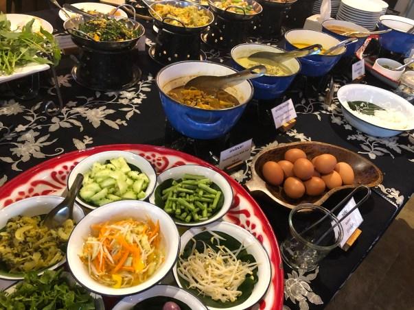 Frühstücksbuffet im Farmhouse in Ranong - das hat nichts mit unserem Frühstück zu tun
