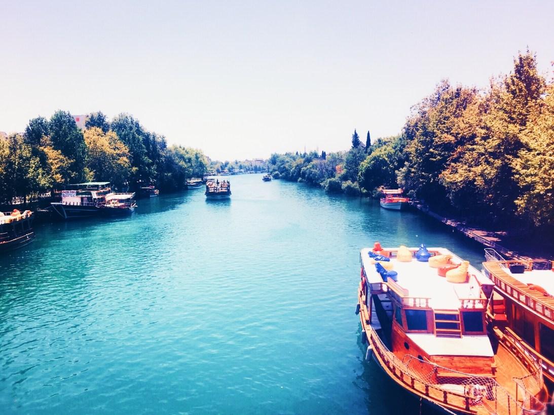 Tolles Farbenspiel mitten in der Stadt am Manavgat Fluss. © katrin-lars.net