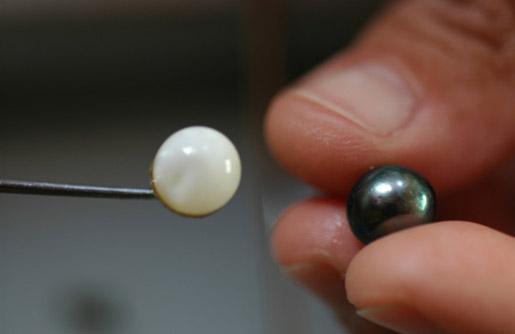 Perles blanche, noire