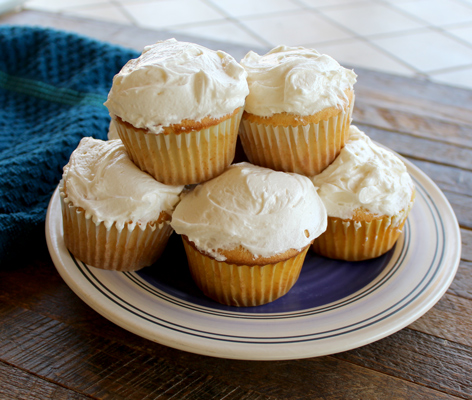 Vanilla Cupcakes with Buttercream Frosting