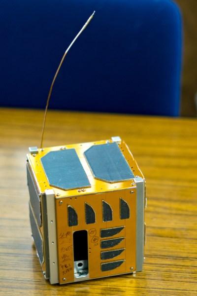 ワープスペースの人工衛星