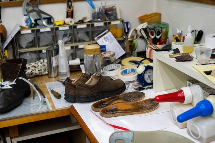 靴工房は職人感が漂っている