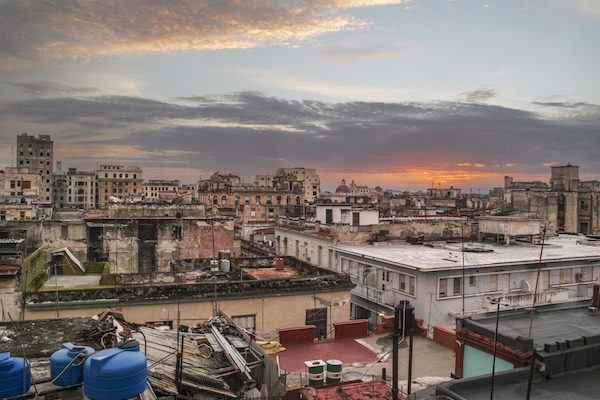 Alba dal tetto della casa - Sunrise from the rooftop terrace of our casa particular