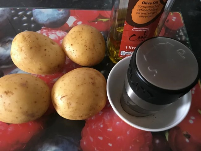 Jacket potatoes in the slow cooker - This is all you'll need!