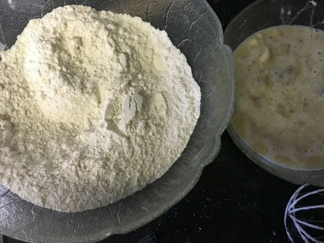 Cheap and easy banana bread recipe - A look at the wet and dry ingredients once mixed