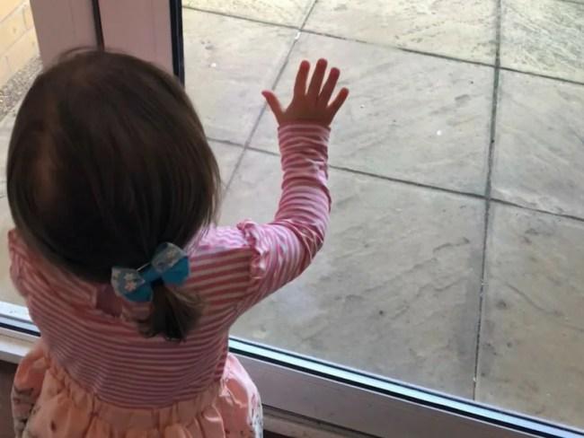 Living Arrows 2/53 - Daisy opening the door
