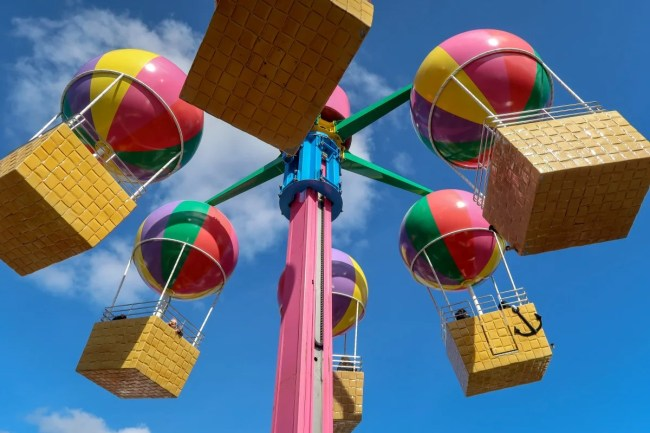 A family trip to Peppa Pig World - balloon ride
