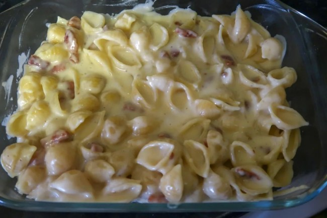 Bacon mac and cheese - pasta and cheese sauce mixed together