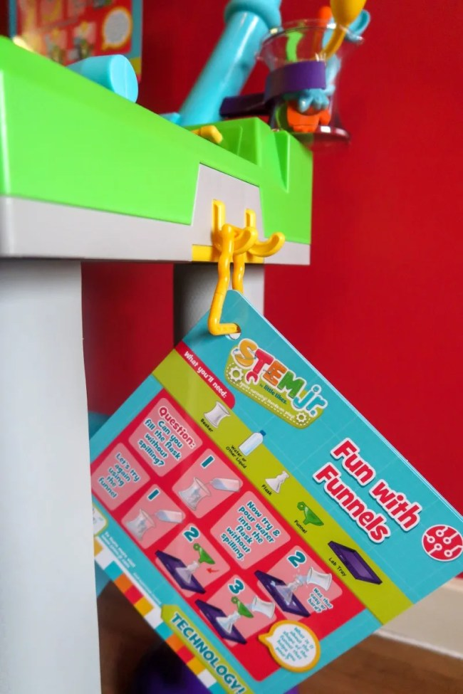 The science experiments from Little Tikes Wonder Lab
