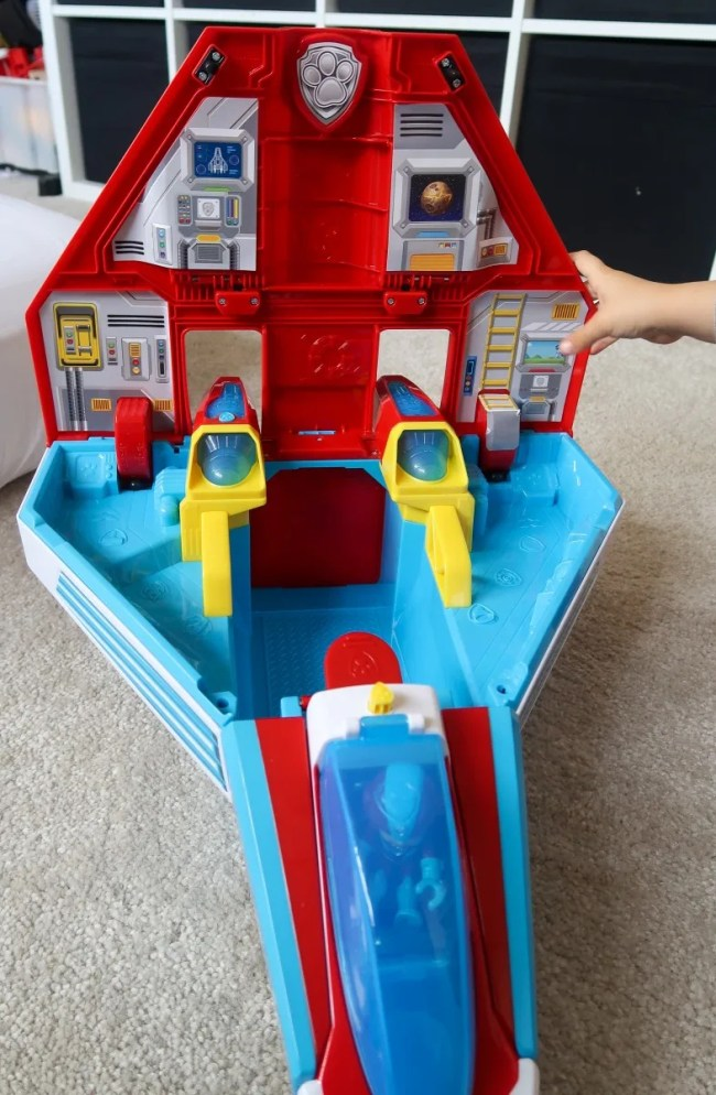 A look inside the Paw Patrol Mighty Pups Mighty Jet Command Center