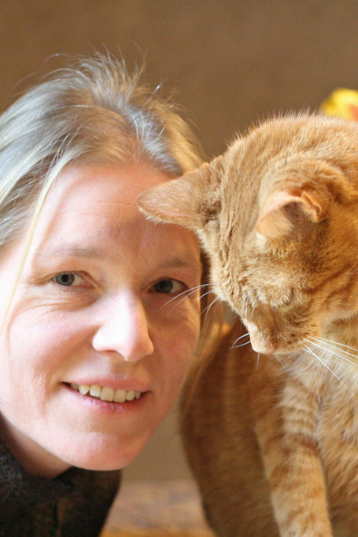 Tierärztin Dr. Sonja Wolken erklärt, warum die Entwurmung von Katzenmüttern auch deren Nachkommen schützt.