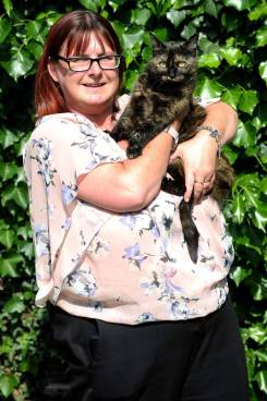 PIC BY KORAY EROL / CATERS NEWS - PICTURED: Tink the Cat with owner