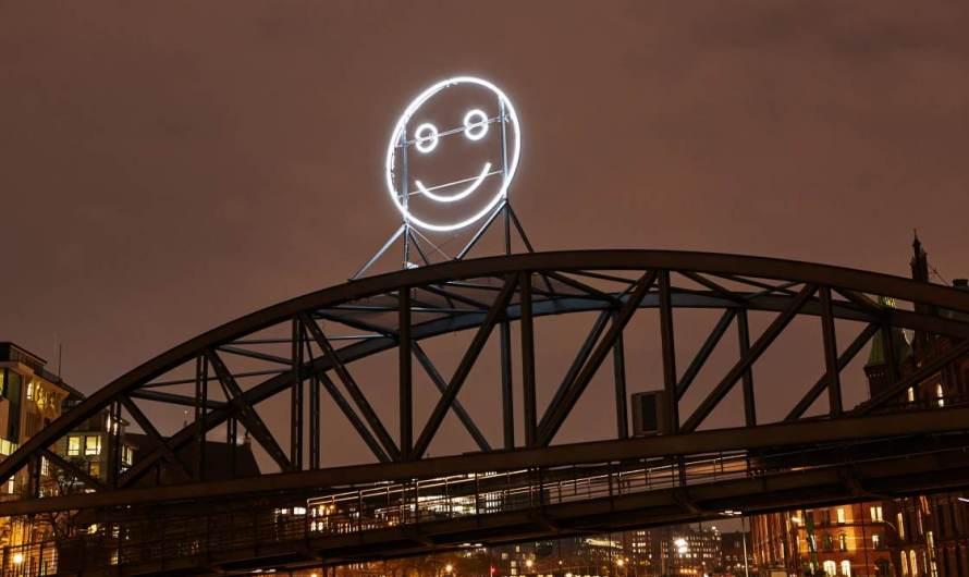 """""""Public Face""""  – Kunstinstallation arbeitet mit Gesichtsausdrücken, die über KI erkannt und ausgewertet werden"""
