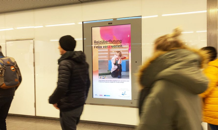 """Autistisches"" digitales Plakat mit KI sensibilisiert Passanten"