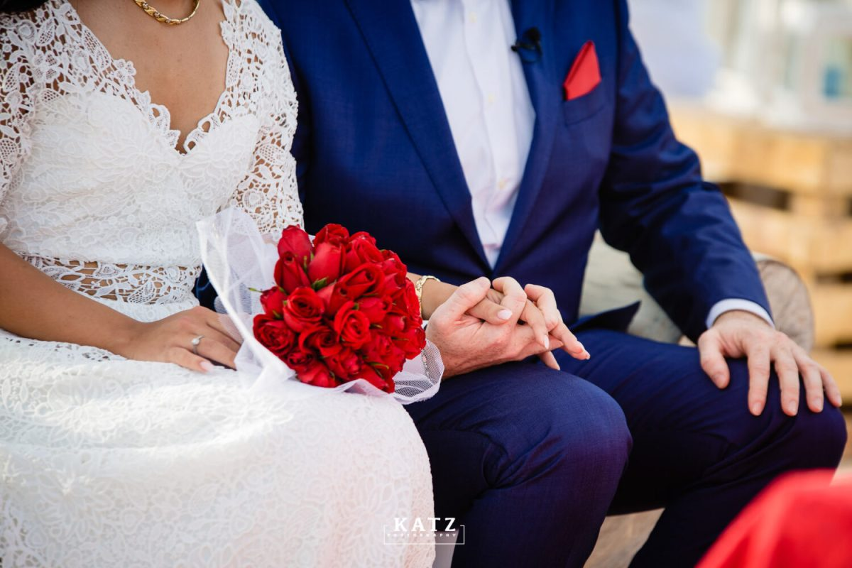 17 bridal bouquet red roses for the bride kenyan beach wedding