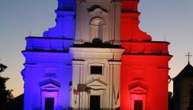 Kauno rotušė su Prancūzijos vėliavos spalvomis 04