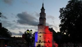 Kauno rotušė su Prancūzijos vėliavos spalvomis 07