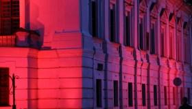Kauno rotušė su Prancūzijos vėliavos spalvomis 09