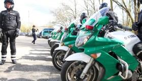 Policijos patruliai sėdo ant motociklų