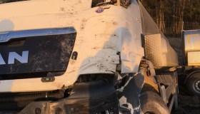 """""""Volvo"""" ir sunkvežimio avarija kelyje Kaunas-Klaipėda"""