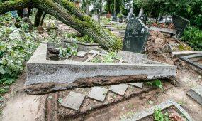 Audros padariniai Eigulių kapinėse