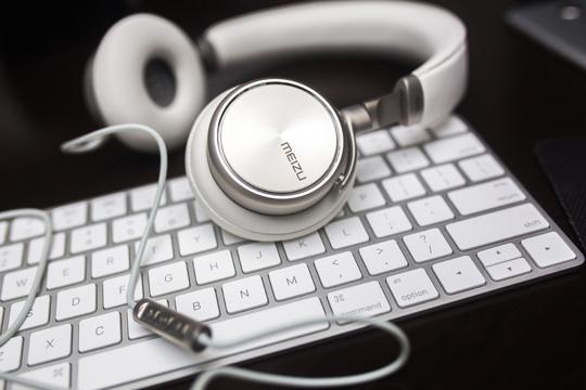 headhphones