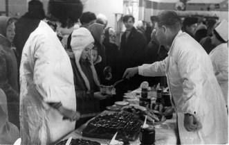 1973,_idet_degustaciya_izdeliy_mestnyh_kulinarov,_magazin_№21