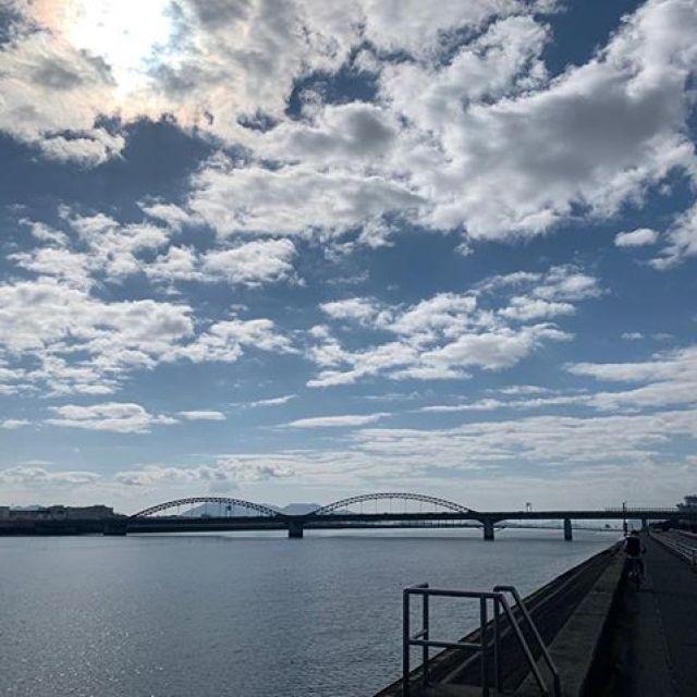 昼ラン7km。今日はいい天気。雪の後でか、空が綺麗!テンション上がりますわ。ごっつぁんでした。#唄うたいカワムラ