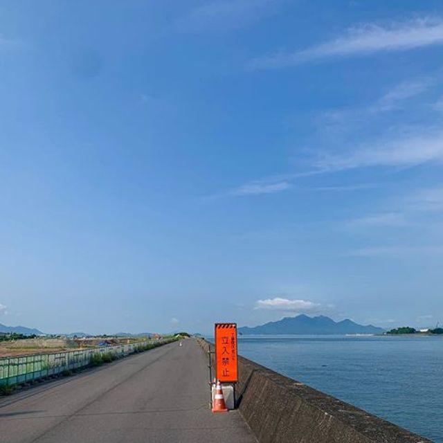 青い空、青い海、綺麗〜!じゃが、朝からあっついのうー。トッパチにも工事が入るんかな。#唄うたいカワムラ