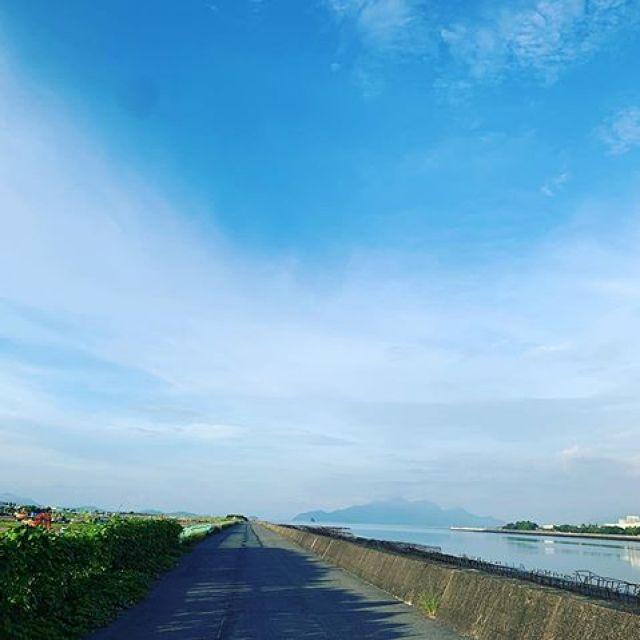 朝ラン。今日は15kmいったろうかと思ったけど、長い一日になりそうなので半分の8kmにしといた。ごっつぁんでした。#唄うたいカワムラ