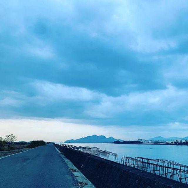 朝ラン10km。日の出前は、寒いっす。ごっつぁんでした。#唄うたいカワムラ