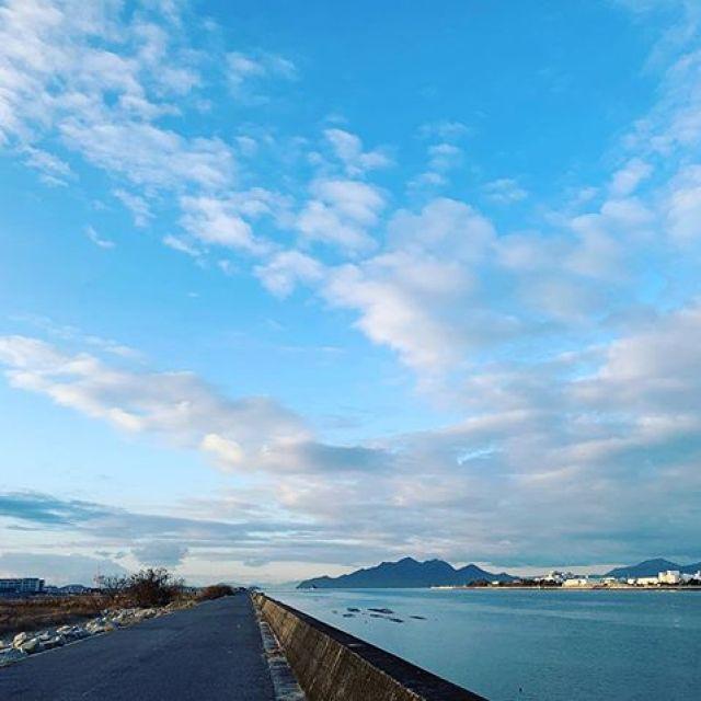 朝ラン。綺麗な夜明け、心が洗われますぜ。11km、1h6mごっつぁんでした。#唄うたいカワムラ