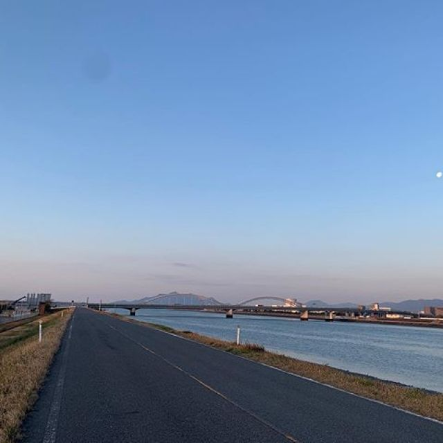 朝ラン。モーニングムーンを追いかけて、2h30m、24km。ごっつぁんでした。