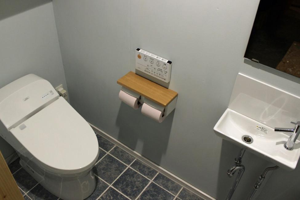 岐阜・郡上 貸別荘かわべのカクレガ トイレ