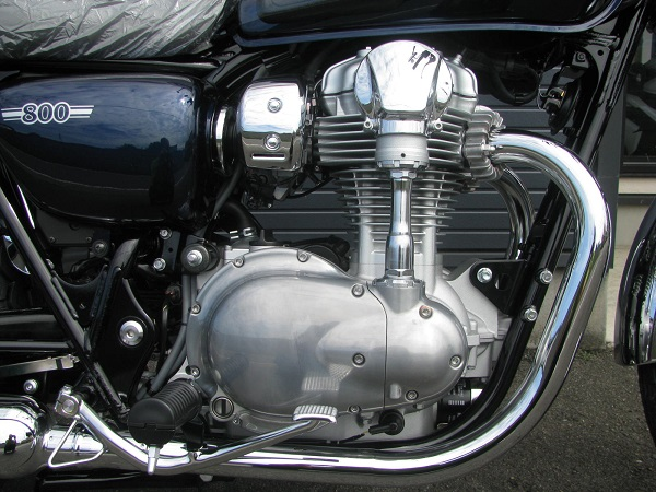 新車 カワサキ W800 ブルー エンジン