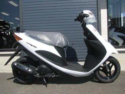 スズキ アドレスV50 ホワイト ライトサイド