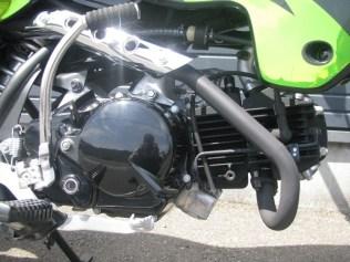 カワサキ KSR110 ファイナル ブラック/グリーン エンジン