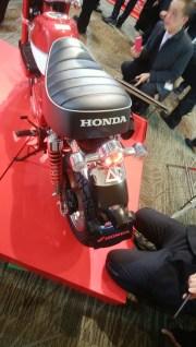 2018年7月発売予定モデル ホンダ モンキー125レッド 後ろ側