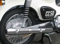 新車情報 ホンダ クロスカブ50(CROSS CUB50)ホワイト マフラーとリヤホイール